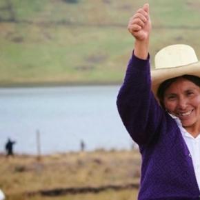Aguas de Oro, il reportage sulla donna che combatte le multinazionaliminerarie